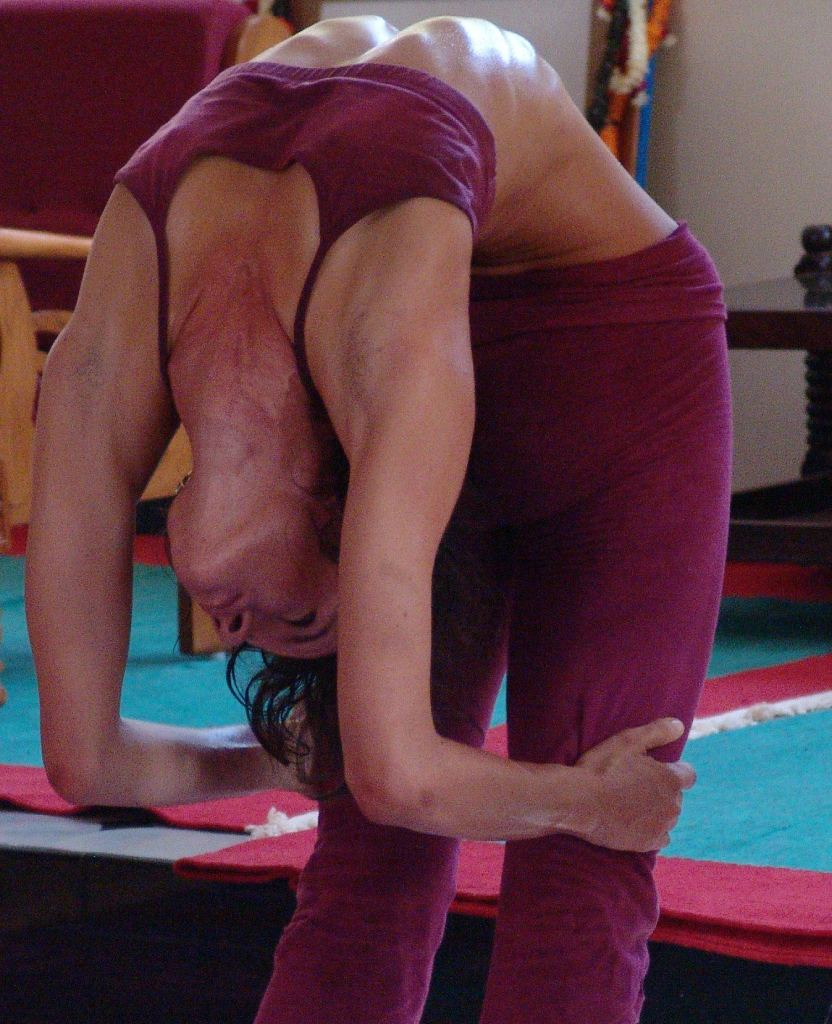 maia-heiss-deep-backbend